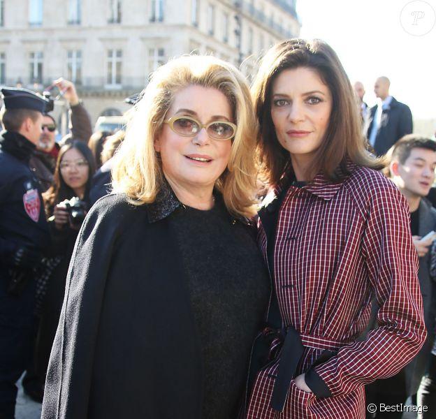 Catherine Deneuve et sa fille Chiara Mastroianni arrivent au défilé de mode, collection prêt-à-porter automne-hiver 2014/2015, de Louis Vuitton à Paris, le 5 mars 2014.