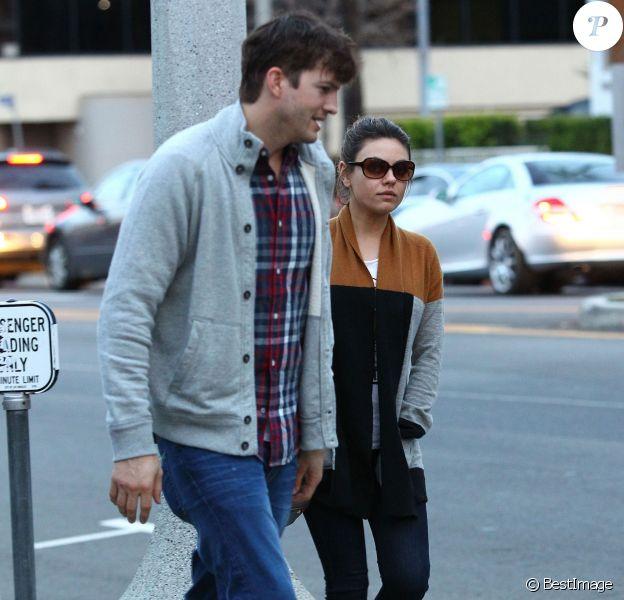Ashton Kutcher et sa fiancée Mila Kunis vont dîner au restaurant à Studio City, le 3 mars 2014