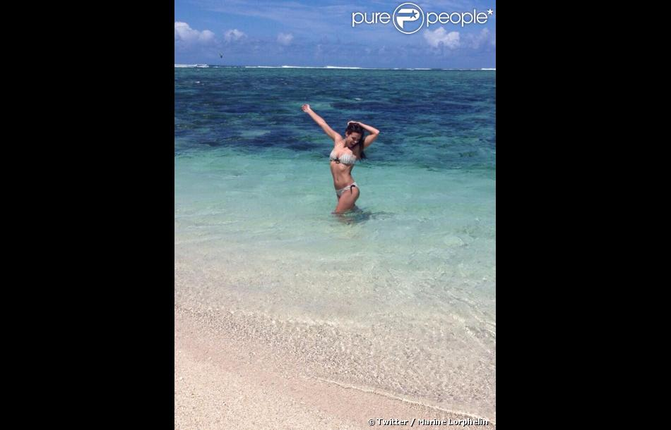Marine Lorphelin en vacances à l'Île Maurice. Mars 2014. La Miss France 2013 est sublime en maillot de bain.