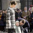 La princesse Victoria, le prince Daniel et leur fille Estelle de Suède lors de la cérémonie organisée à l'occasion du jour de la Sainte Victoria dans la cour intérieur du palais royal à Stockholm, le 12 mars 2014.
