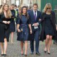 Pippa Middleton, en compagnie de Ben Fogle et de son épouse Marina, se rend à une messe donnée en hommage à Sir David Frost à Westminster Abbey à Londres, le 13 mars 2014.