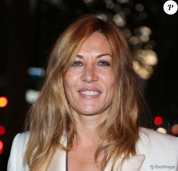 """Mathilde Seigner arrivant à la générale de Muriel Robin """"Robin Revient"""" à Paris, le 23 septembre 2013"""