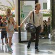 Exclusif - Gwyneth Paltrow, Chris Martin et leurs enfants Apple et Moses quittent l'ile de Majorque en Espagne le 14 juillet 2013.