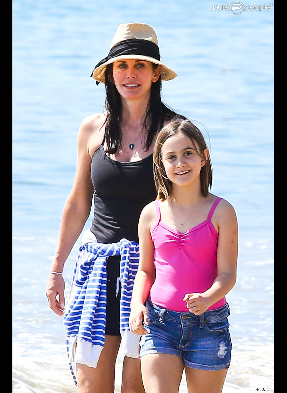 courteney cox au top presque 50 ans vir e girly avec sa craquante coco purepeople. Black Bedroom Furniture Sets. Home Design Ideas