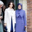 La princesse Mary de Danemark avec la Première dame turque Hayrünnisa Gül en visite dans un foyer de femmes de Copenhague le 18 mars 2014