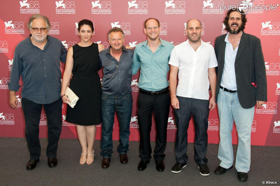 Le producteur Karl Baumgartner aux côtés de l'équipe du film The Exchange, Sharon Tal, Dov Navon, Rotem Keina, Eran Kolirin et Eilon Ratzkovsky à Venise le 7 septembre 2011.