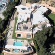 Rihanna a acheté cette villa en décembre 2012, reçu les visites de stalkers et cambrioleurs, et décidé de déménager après seulement quelques mois.
