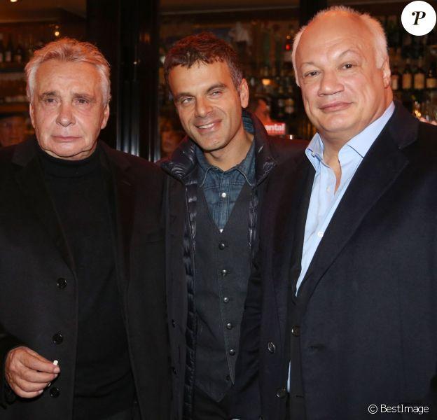 """Michel Sardou, Steve Suissa et Eric-Emmanuel Schmitt - Générale de la pièce """"The Guitrys"""" au théâtre Rive Gauche à Paris, le 16 octobre 2013."""