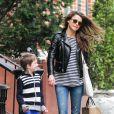 Keri Russell avec son fils River à New York, le 1er avril 2014.