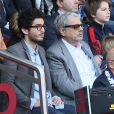 Enrico Macias assiste au match de football PSG-Reims, au Parc des Princes à Paris le 5 avril 2014.