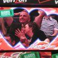 Paul McCartney et sa femme Nancy Shevell échangent un doux baiser lors d'un match de basket à Los Angeles, le 6 avril 2014. Lorsque la kiss cam se pose sur vous, c'est la règle, il faut s'embrasser !