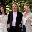 Paul McCartney entouré de ses filles Mary et Stella à Londres, le 15 juin 2009.