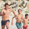 Raúl et sa grande famille en vacances sur la petite île de Formentera dans l'archipel des Baléares le 15 juin 2012