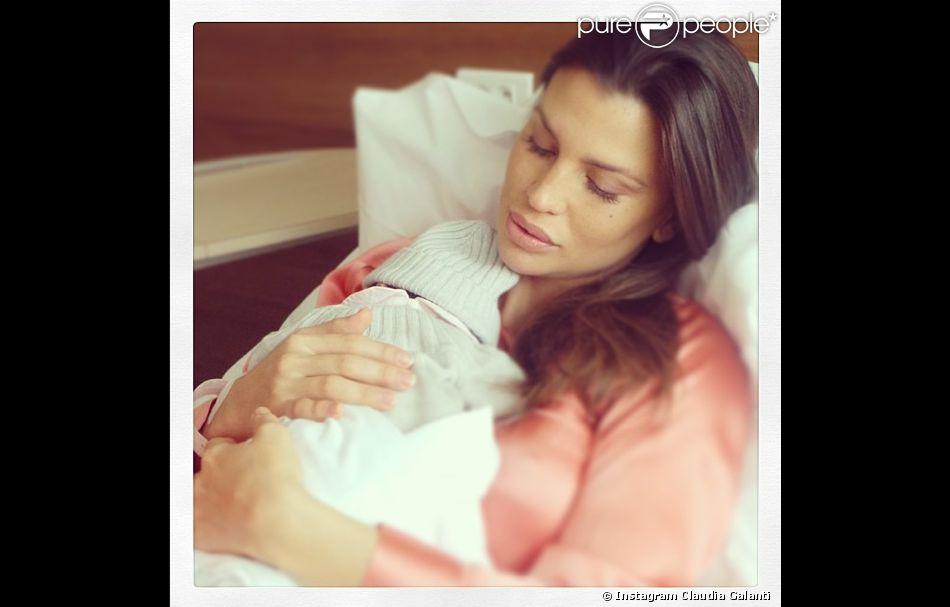 Claudia Galanti, jolie maman pour la 3e fois depuis le 21 mars 2014