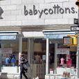 Exclusif - La princesse Madeleine de Suède a fait un peu de shopping dans une boutique de vêtements pour bébés à New York, le 29 mars 2014.