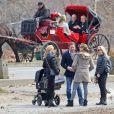 La princesse Madeleine de Suède, Chris O'Neill et leur fille Leonore se promenaient dans Central Park avec des amis le 22 mars 2014 à New York.