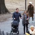 Exclusif - La princesse Madeleine, son mari Chris O'Neill et leur bébé Leonore lors d'une promenade à New York le 30 mars 2014.