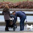 Exclusif - Zorro n'en perd pas une miette... La princesse Madeleine, son mari Chris O'Neill et leur bébé Leonore lors d'une promenade à New York le 30 mars 2014.