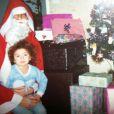 Rachel Legrain-Trapani enfant avec le Père Noël.