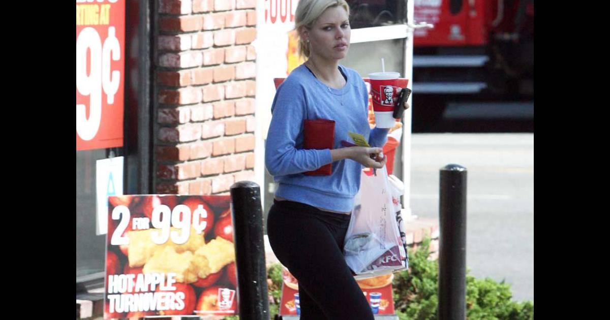 PHOTOS : Le mannequin Sophie Monk a un régime alimentaire ...