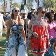 Paris et Nicky Hilton lors du 1er jour du Festival de Coachella à Indio, le 11 avril 2014.