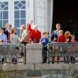 Réunion au sommet au balcon de Marselisborg ! La famille royale de Danemark s'est réunie autour de la reine Margrethe II au château de Marselisborg, à Aarhus, le 16 avril 2014, pour fêter les 74 ans de la souveraine.