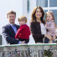 La famille royale de Danemark s'est réunie autour de la reine Margrethe II au château de Marselisborg, à Aarhus, le 16 avril 2014, pour fêter les 74 ans de la souveraine. Leurs compatriotes ont pu accéder au parc du château pour observer leur apparition au balcon vers midi.