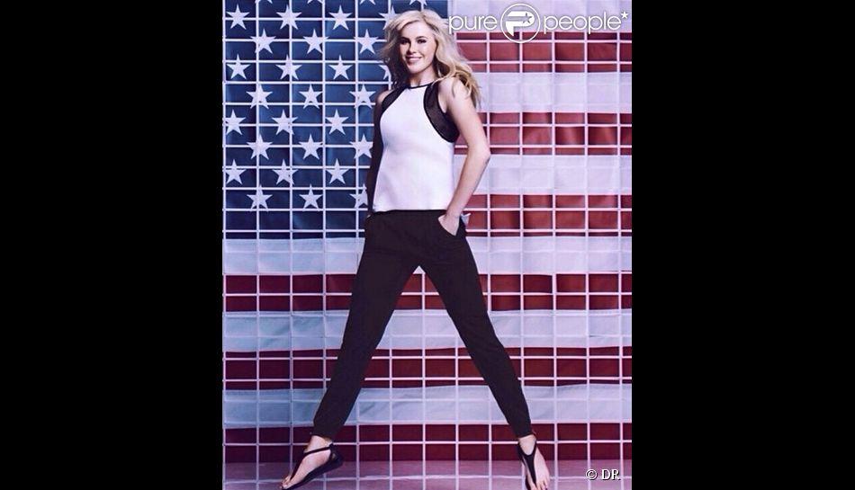 Ireland Baldwin dans la dernière campagne publicitaire de Calvin Klein pour les magasins Macy's. Avril 2014.