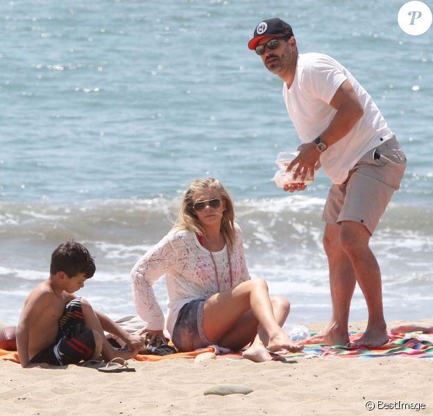 LeAnn Rimes et Eddie Cibrian passent la journée à la plage avec les fils de l'acteur Mason et Jake à Ventura, le 19 avril 2014.