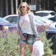 LeAnn Rimes passe la journée à la plage en famille à Ventura, le 19 avril 2014.