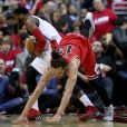 Joakim Noah et John Wall lors du match de playoffs entre les Bulls de Chicago et les Wizards de Washington au Verizon Center de Washington, le 25 avril 2014