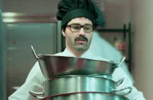 Andrés Iniesta : En cuisinier moustachu, la star de Barça piège un restaurant