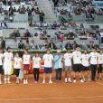Tous les participants réunis autour de Rafael Nadal et Iker Casillas lors du gala de charité organisé par Rafael Nadal et Iker Casillas à Madrid en Espagne le 2 mai 2014 avant le Master de Madrid
