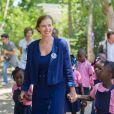 Valérie Trierweiler s'est rendue à l'école Molière Chandler de Jacmel en Haïti, le 8 mai 2014, dans le cadre de son voyage avec le Secours Populaire