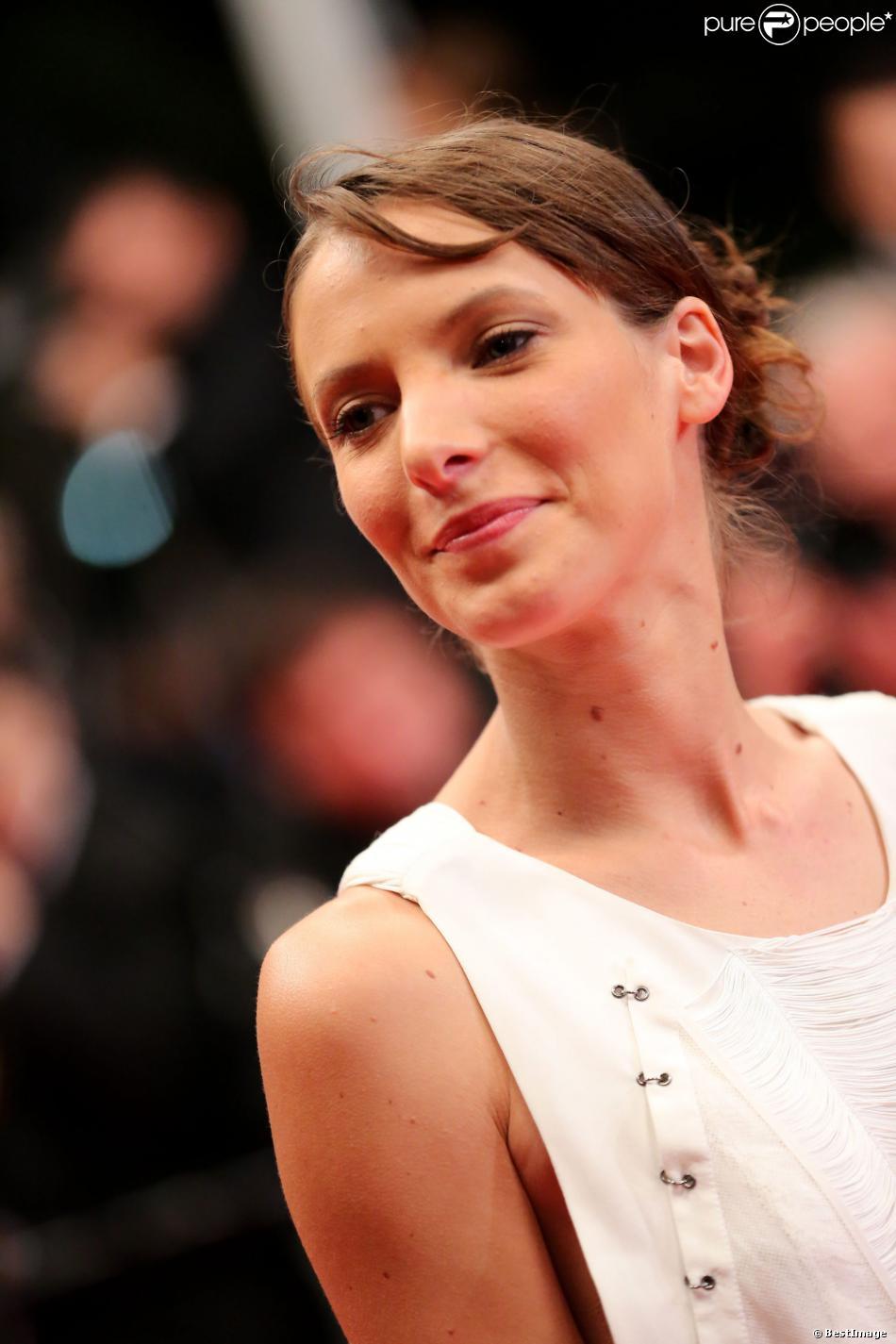 Elodie Varlet - Montée des marches lors du 65e Festival de Cannes, le 22 mai 2012.