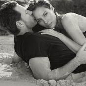 Christy Turlington et son mari Edward Burns : Tops divins enlacés sur la plage