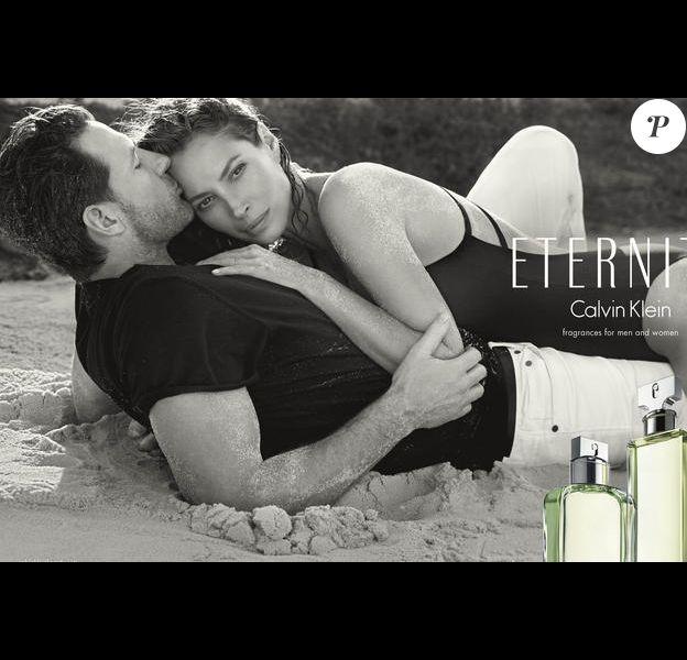 Christy Turlington et son mari Edward Burns pour la campagne Calvin Klein Eternity