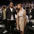 Jay Z et Beyoncé assistent au match de playoffs de NBA opposant les Brooklyn Nets aux Miami Heat. Brooklyn, le 10 mai 2014.