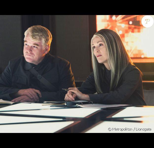 Julianne Moore aux côtés de Philip Seymour Hoffman dans Hunger Games : La Révolte