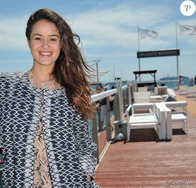 Exclusif - La comédienne Alice David pose pour Allociné/PurePeople sur le ponton de la plage du Majestic en partenariat avec le groupe Barrière, le 18 mai 2014.
