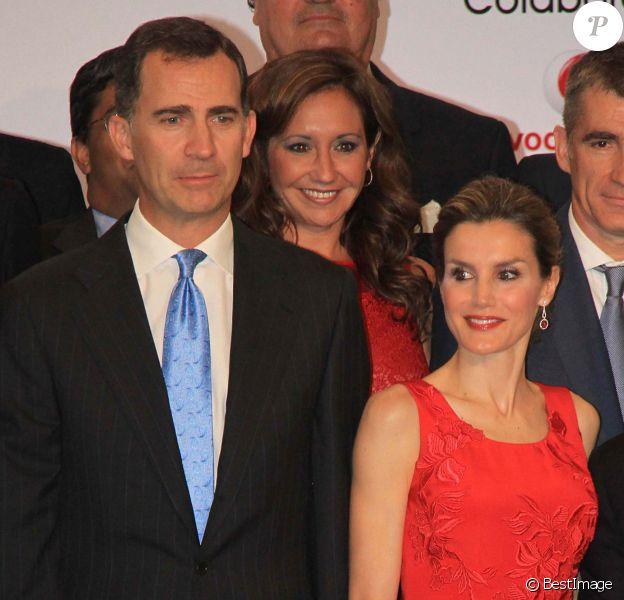 La princesse Letizia et son époux le prince Felipe d'Espagne assistent à un dîner organisé par la Chambre de Commerce à Séville, en Espagne, le 20 mai 2014.