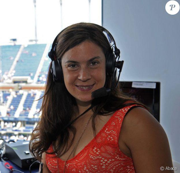 Marion Bartoli fait ses débuts de commentatrices sur Eurosport à l'US Open sur le court Arthur Ashe de Flushing Meadows, New York le 26 août 2013