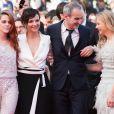 """Kristen Stewart, Juliette Binoche, Olivier Assayas et Chloé Grace Moretz - Montée des marches du film """"Sils Maria"""" lors du 67e Festival du film de Cannes le 23 mai 2014."""