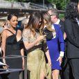 La La Anthony (à gauche, en robe noire) es invités du mariage de Kim Kardashian et Kanye West arrivent au Fort Belvedere. Florence, le 24 mai 2014.