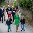 La princesse Claire de Belgique arrive à l'église Sainte-Catherine avec ses fils les princes Aymeric et Nicolas, pour leur communion, le 29 mai 2014
