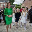 La princesse Claire de Belgique avec sa fille la princesse Louise et les princesses Maria-Chiara et Maria-Carolina de Bourbon-Siciles lors de la communion des princes Nicolas et Aymeric de Belgique le 29 mai 2014 à l'église Sainte-Catherine de Bonlez.