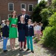 Le prince Laurent et la princesse Claire de Belgique avec leurs fils les jumeaux Nicolas et Aymeric lors de leur première communion le 29 mai 2014 à l'église Sainte-Catherine de Bonlez.