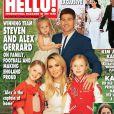 Steven, Alex Gerrard et leurs trois filles Lourdes, Lexie et Lilly-Ella, en couverture du nouveau numéro d'Hello!.