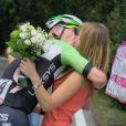 Jos van Emden a demandé sa petite amie Kimberly Herpelinck en mariage en pleine étape du Tour d'Italie vendredi 30 mai 2014.