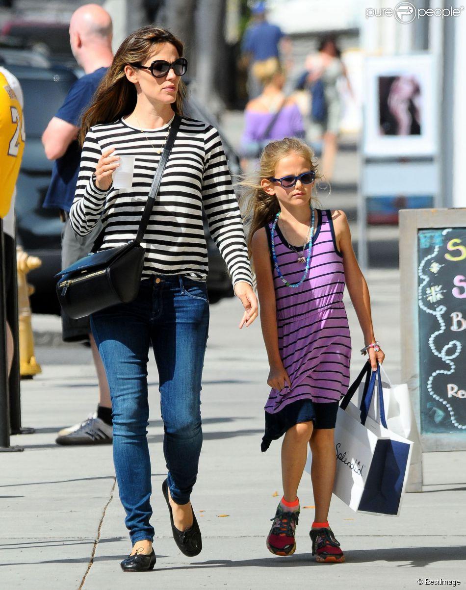 Exclusif - Jennifer Garner et sa fille Violet font du shopping à Santa Monica, le 6 juin 2014.